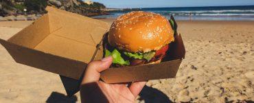 Faites-vous livrer vos plats favoris sur la plage !