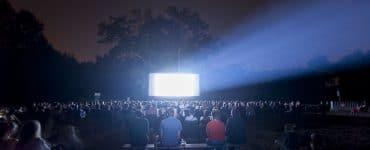 La Métropole fait son cinéma sur grand écran sous un ciel étoilé