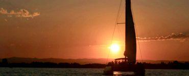 La Grande-Motte : music boat et good vibes sur un catamaran