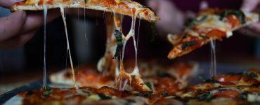 La Halle Tropisme ouvre sa pizzeria au feu de bois