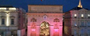 Montpellier voit la nuit en rose