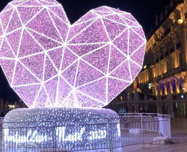 Un coeur plein de couleurs en hommage aux soignants