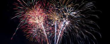 14 Juillet le feu d'artifice arrive dans le centre-ville (1)