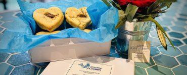Saint-Valentin dites-lui « je t'aime » avec des cookies et des fleurs