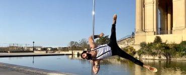 Une émouvante démonstration de pole dance