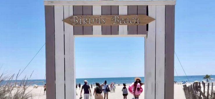 La Grande-Motte : montage du Bikinis beach